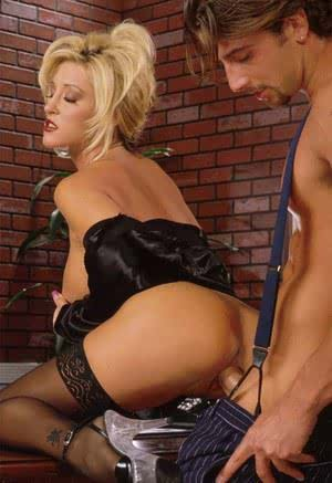 Sexy blonde chick Jill Kelly seduces a private eye in back seam nylons