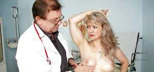Wet Mature pussy hole spread amp instruments shoved in deep at the gyno