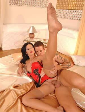 Leggy stocking clad dame with sexy feet sports anal gape after hardcore sex