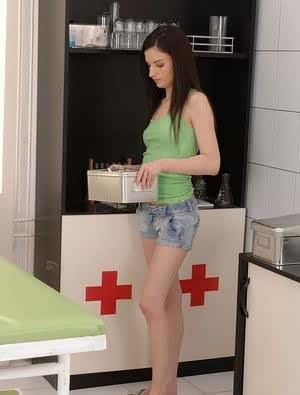 Ann Marie La Sante removes shorts for speculum toying by Gyno doctor