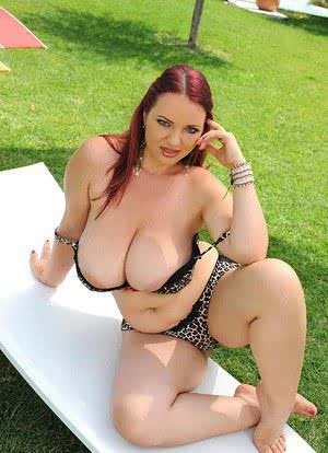 Sexy MILF Joanna Bliss looses massive big tits  spreads naked on the grass