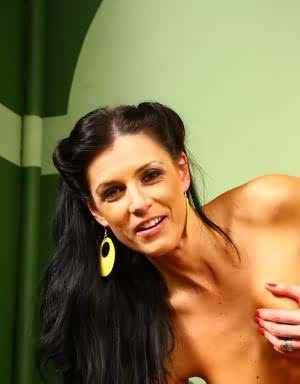 Naughty cougar India Summer receives a huge black cock in her mature pussy